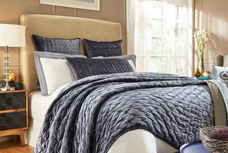 Yesenia Queen Quilt - Navy