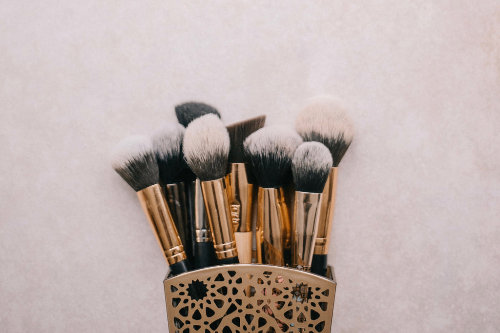 How to Clean Your Makeup Brushes – the Non-Toxic Way