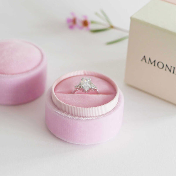 Amonie peony petal velvet ring box with ring