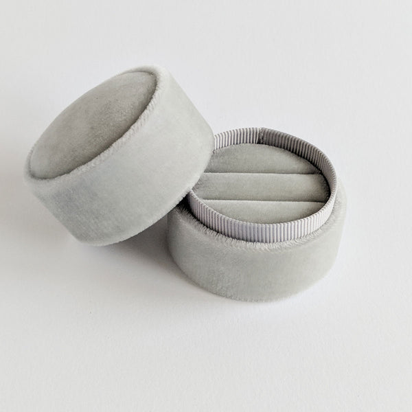 Amonie light grey velvet double ring box