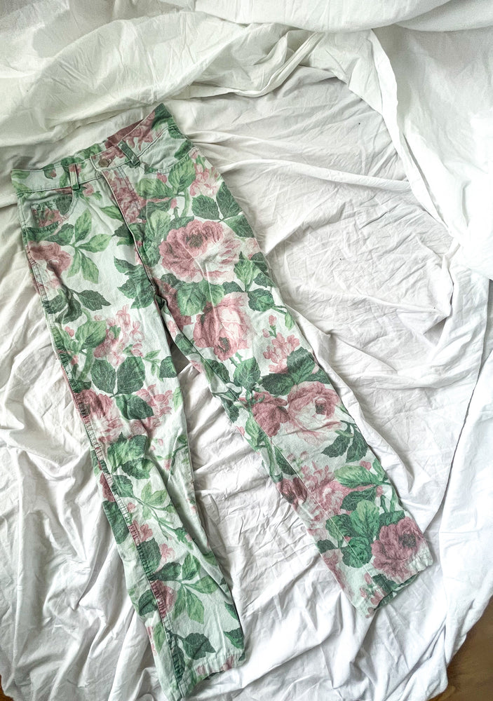 Load image into Gallery viewer, Vintage Rose Print Jeans
