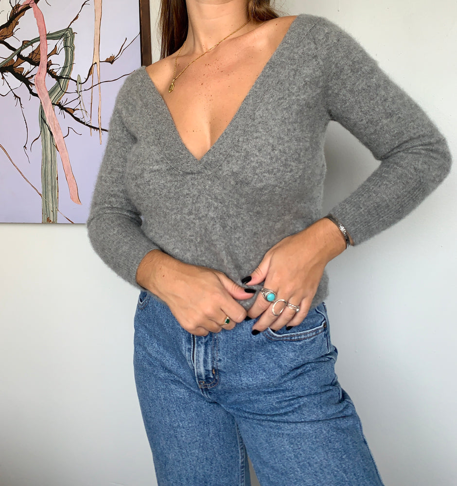 Load image into Gallery viewer, Club Monaco Cashmere Sweater
