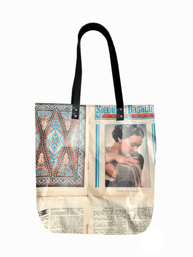 Sievietes Pasaule magazine tote bag with zipper