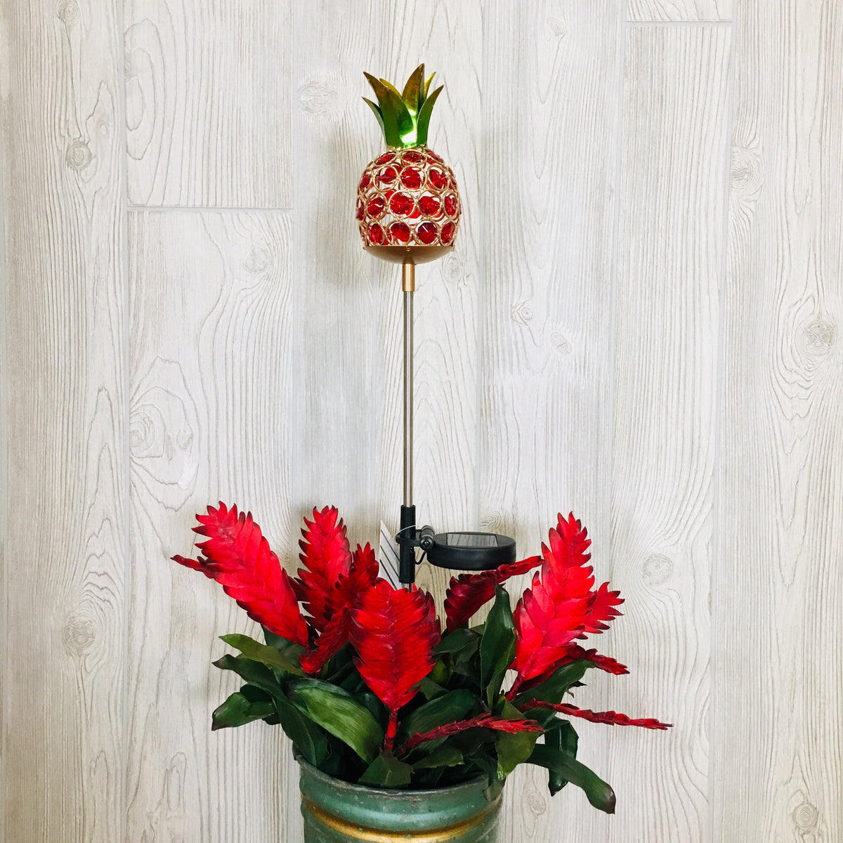 Pineapple w/Acrylic Jewels Solar Lighted Yard Stake