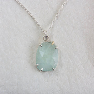AQUAMARINE FACETED NECKLACE WITH ONE GOLD PRONG