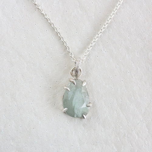 archive | AQUAMARINE FACETED NECKLACE WITH PRONGS