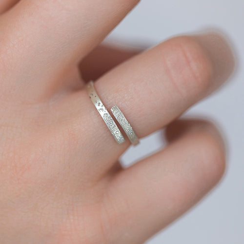 DIAMOND DUSTED EMBRACED ADJUSTABLE RING