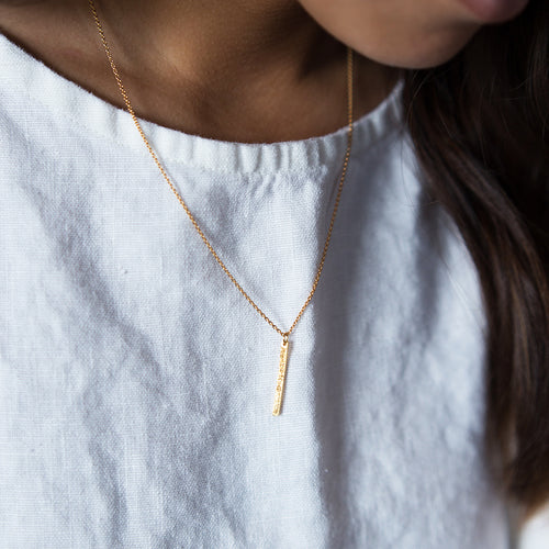 DIAMOND DUSTED MINI BAR NECKLACE