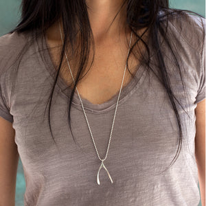 LARGE WISHBONE NECKLACE