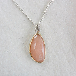 PEACH MOONSTONE FACETED NECKLACE WITH GOLD BEZEL