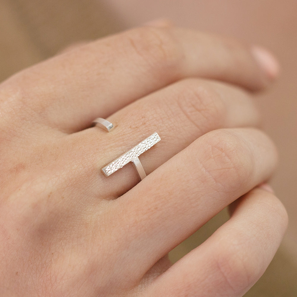 DIAMOND DUSTED SINGLE ADJUSTABLE RING