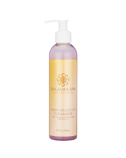 Natural cruelty-free cleanser with ginseng and green tea