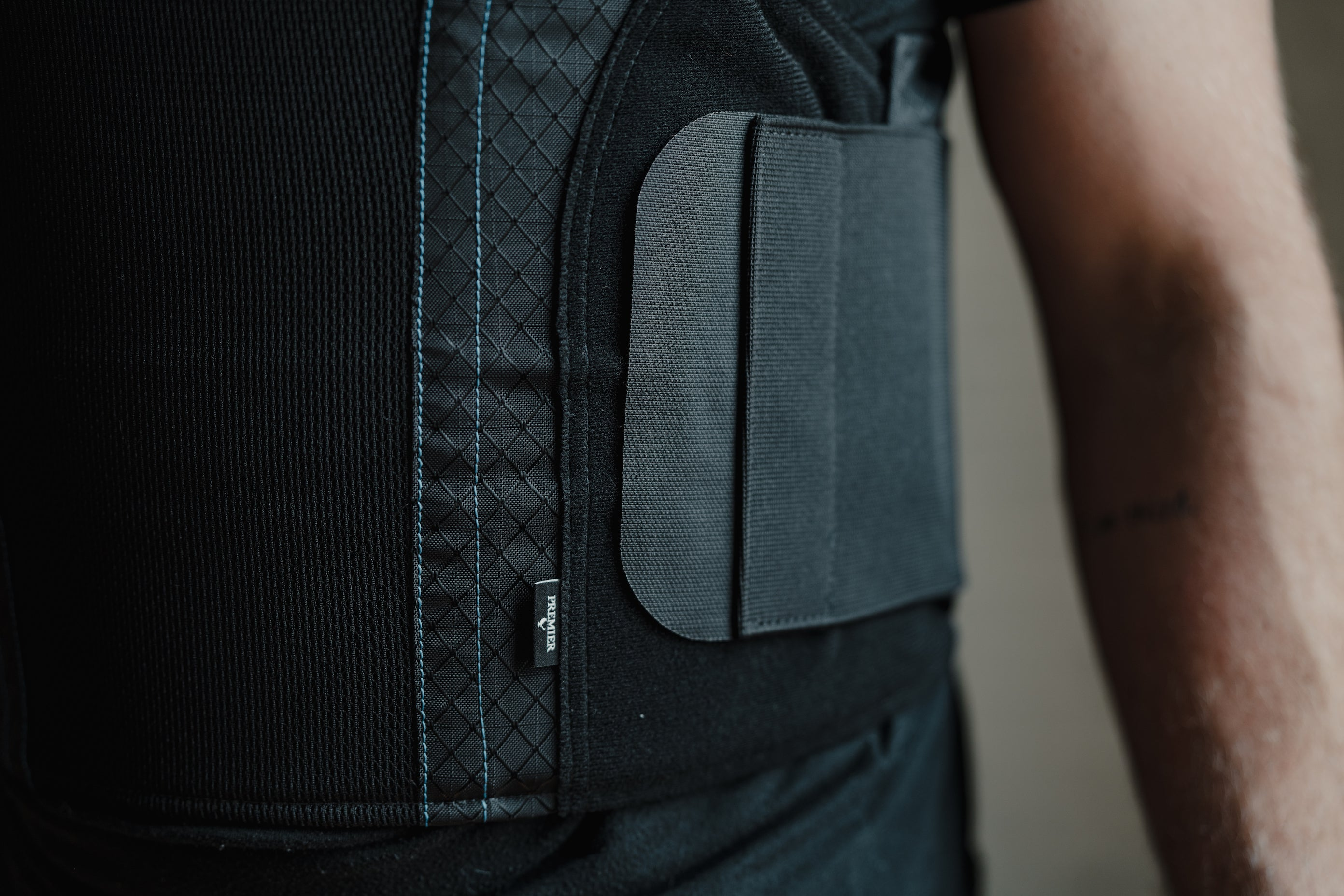 Comfortable side closure on the concealable armor vest