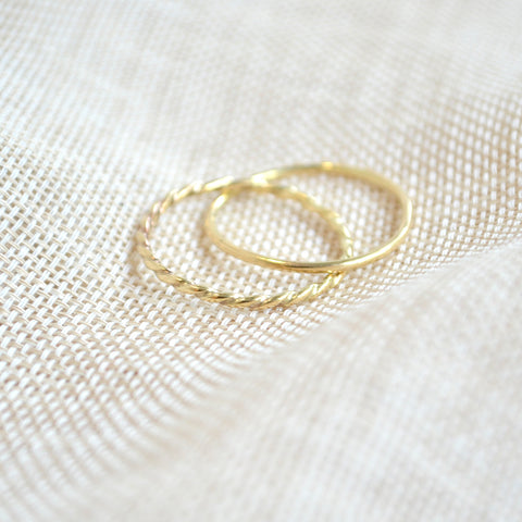 entangled rings gold