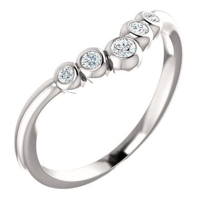 "Bezel Set Graduated ""V"" Ring 14K Gold 1/8 CTW Diamond - Giliarto"