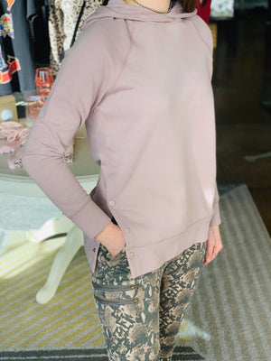OUTFIT: Pale Pink Button Detailed Hoodie & Snake Printed Zipper Detailed Joggers