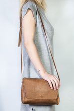minato bag | beige lezard-print leather