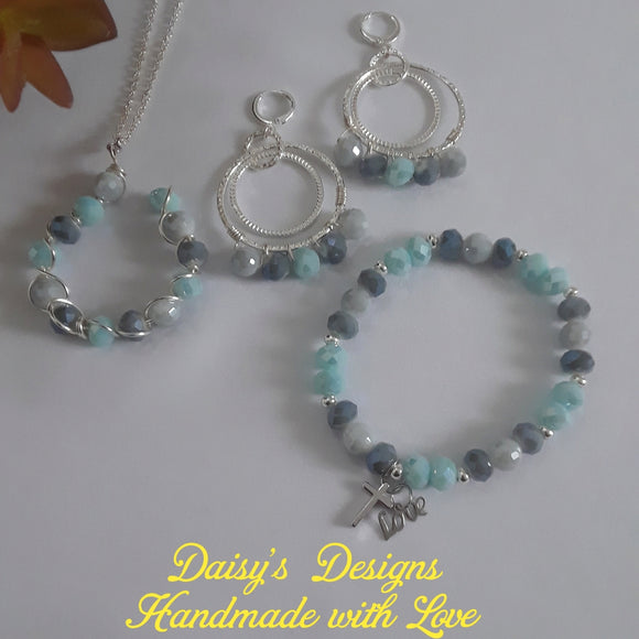 Set de Collar, Pulseras y Pantallas by Daisy's Designs 2030