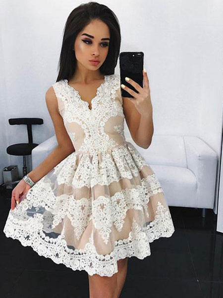 A-Line/Princess V-neck Tulle Sleeveless Short/Mini Prom Dress with Lace