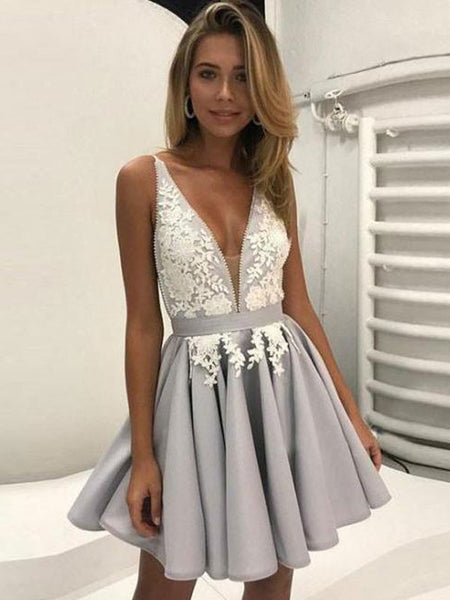 A-Line/Princess V-neck Tulle Sleeveless Short/Mini Prom Dress with Applique