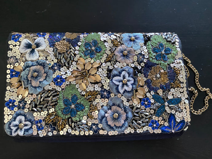 Embroidery clutch with handle - Black Floral
