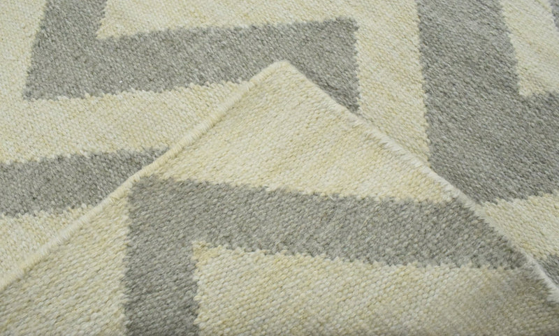 2x3 Dhurrie Rug, Gray and Beige Chevron Pattern Rug - The Rug Decor