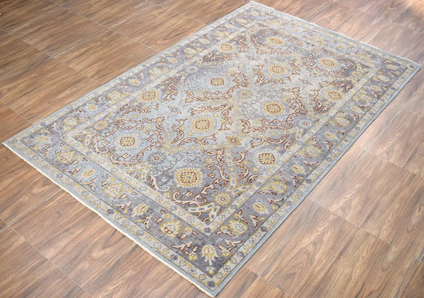 "5'9"" x 8'9"" Rug 