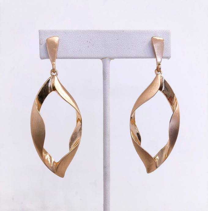 Leaf Twist Earrings in Gold