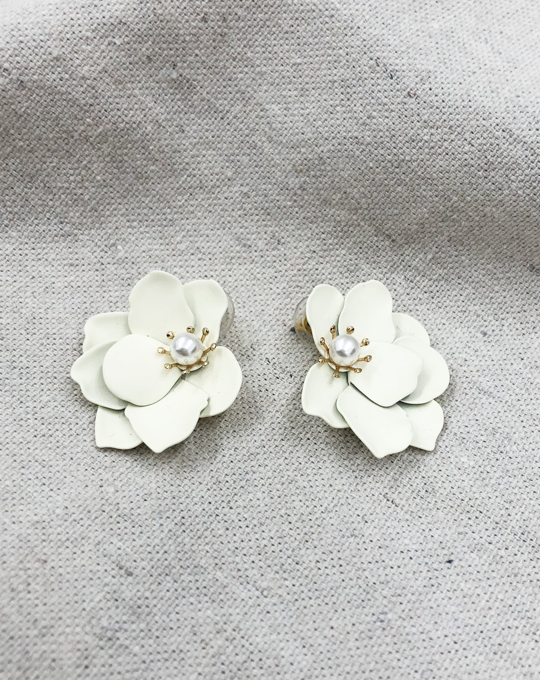 Yasmin Flower Earring in Cream