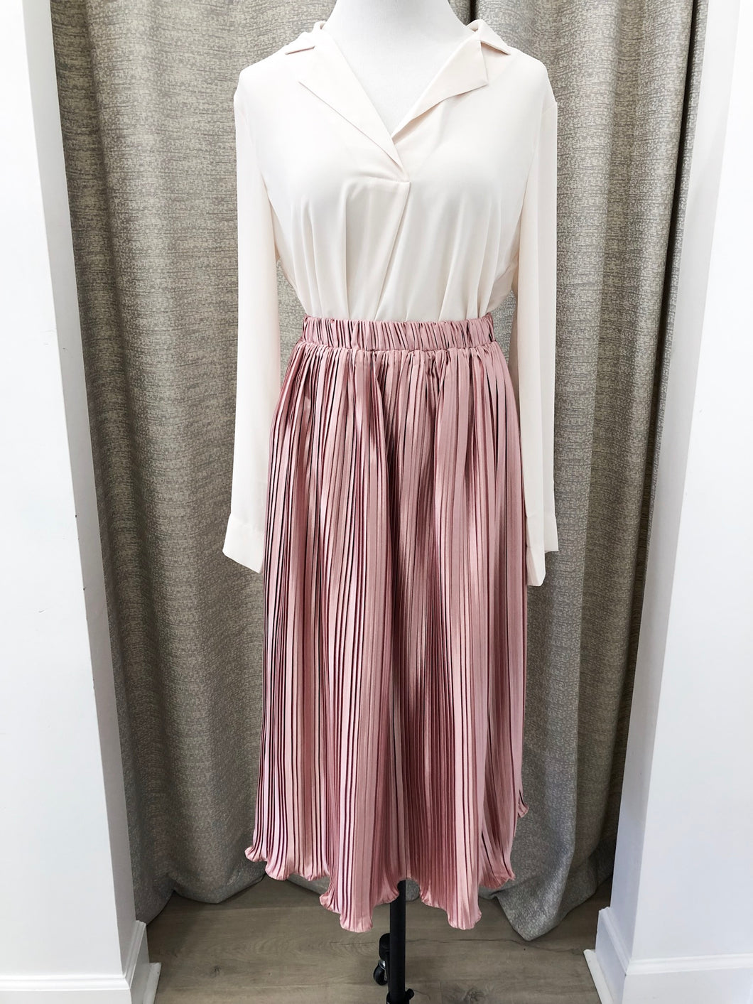 Flock Pleated Skirt in Rose