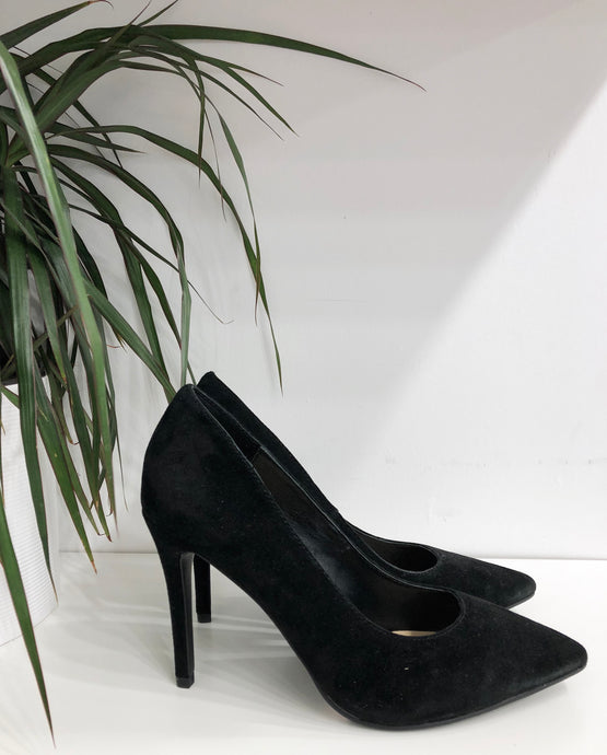 Gisele Suede Pump in Black- final sale