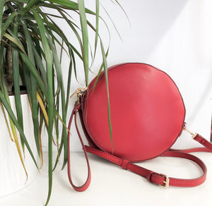 Betsy Circle Crossbody in Red