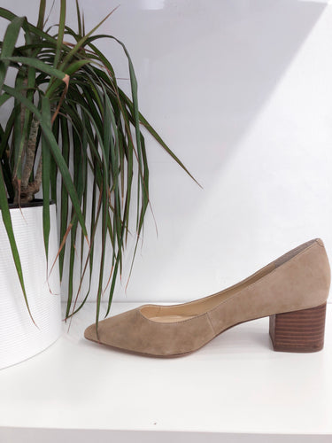Andorra Pump in Taupe
