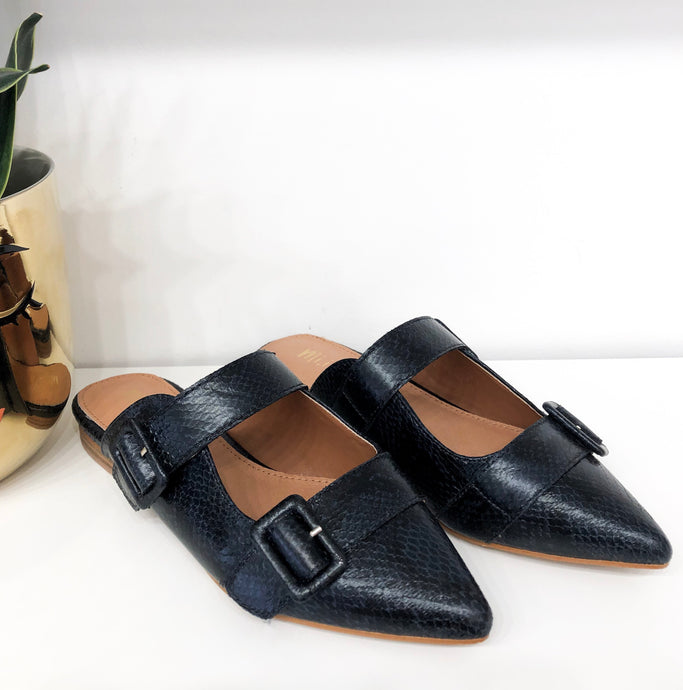 Hannah Mules in Navy