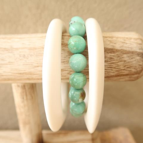 Ivory-White Resin Bangle Set