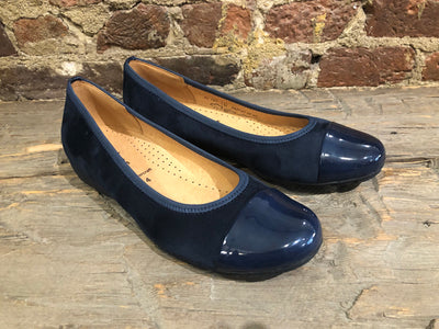 GABOR BALLERINA FLAT IN NAVY BLUE WITH POLISHED TIP