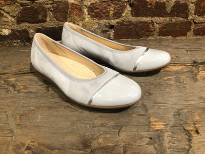 GABOR BALLERINA FLAT IN LIGHT GRAY SUEDE