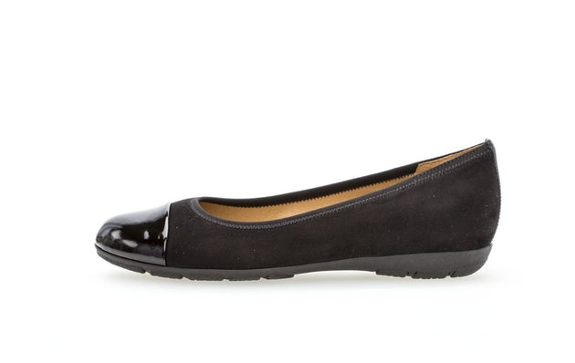 GABOR BALLERINA FLAT IN BLACK WITH POLISHED TIP