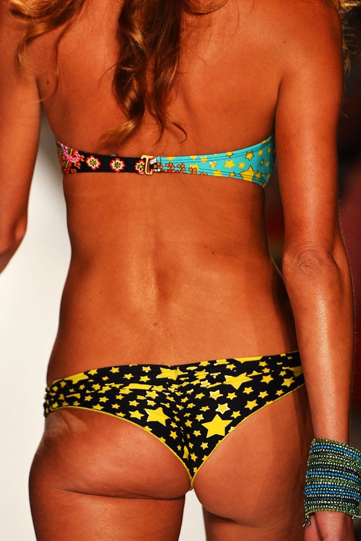DESFILE DE ESTRELLAS - Underwire Push Up Bandeau Top & Multi Strap Brazilian Ruched Back Bottom • Multicolor