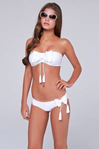 BESOS Y LAZOS - Bow Bandeau Top & Scrunch Side Full Bottom • White