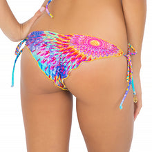 BAJO UN MISMO SOL - Wavey Ruched Back Brazilian Tie Side Bottom