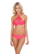 FLORCITAS DE ARENA - Hand Knit Crochet Flower  Push Up Bandeau & Hand Knit Crochet Flow.sides Moderate • Bombshell Red