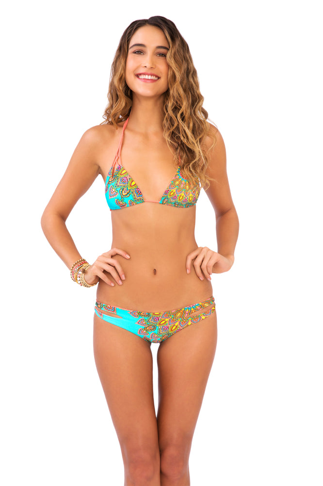 SUEÑOS ESTRELLADOS - Zig Zag Knotted Cut Out Triangle Top & Reversible Zig Zag Open Side Moderate Bottom • Multicolor