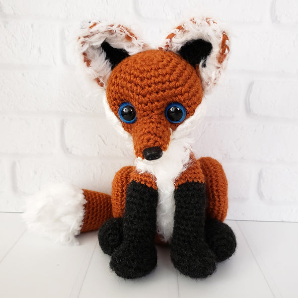 Vixie Fennec & Reyn Blackfoot Fox Crochet Pattern
