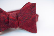 "A two-toned herringbone linen bow tie with red and black hues on this mid-weight bow tie.   Imported from Ireland.  100% Linen  Height: 3"" x Width: 4.25"" x Knot Size: .75 (Approx.)  Dry Clean Only"