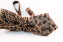 Cheetah Print Wool Twill Bow Tie With A Slim Diamond Tip Design