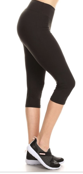 Black Solid Capri Leggings with Yoga Band - Women's Plus Size