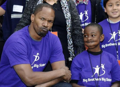 jamie fox and friend volunteering for a cause