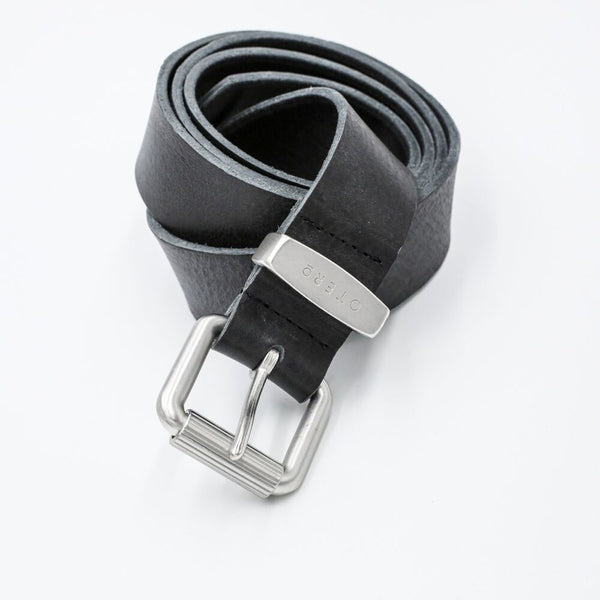silver buckle and loop leather belt