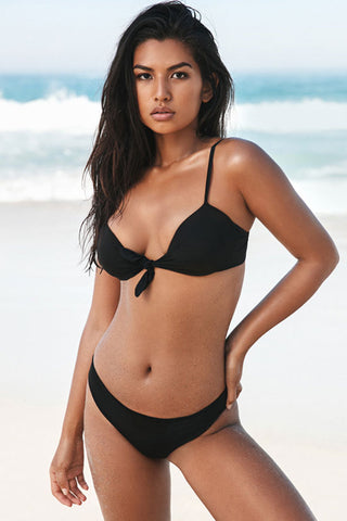 Solid Knotted Front Scrunch Underwire Bikini Swimsuit in Black